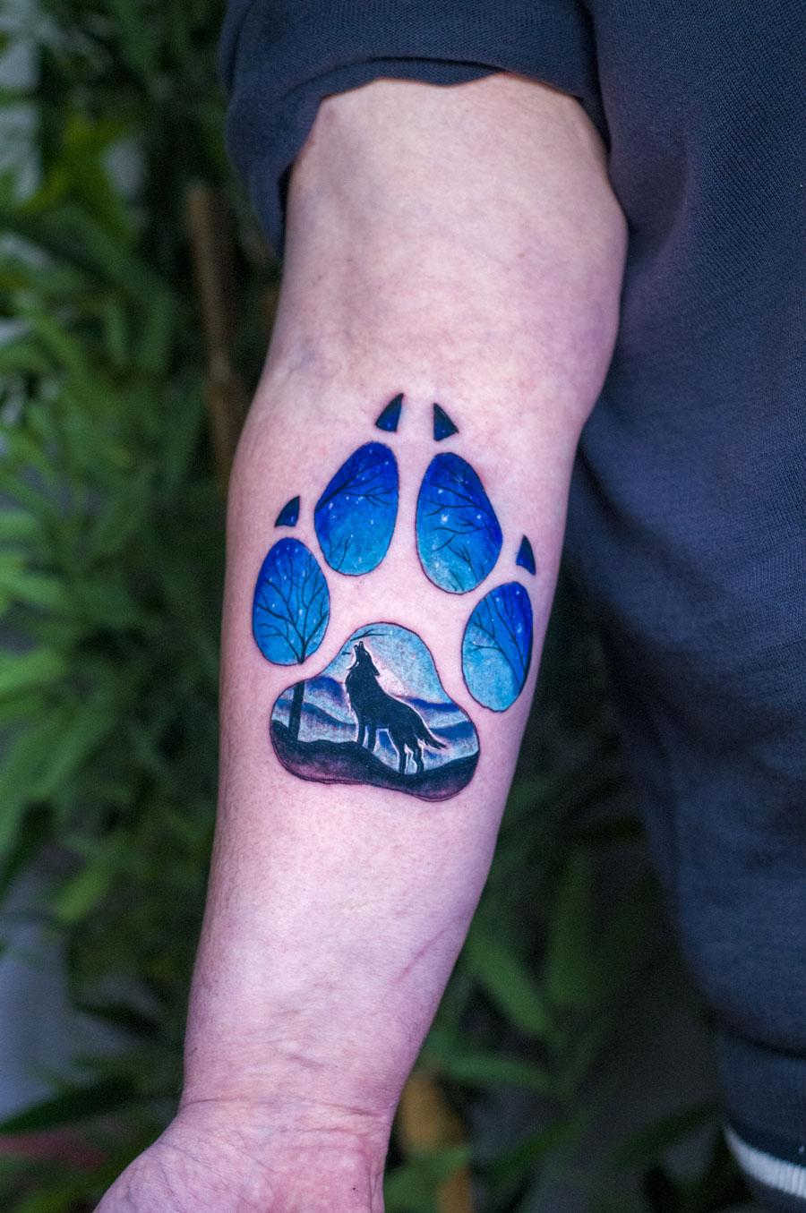 dog paw with wolf טביעת כף רגל זאב כלב נוף כחול