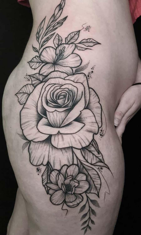 hip flowers tattoo black whip shading black קעקוע פרחים על ירך עלים פרח סקסי