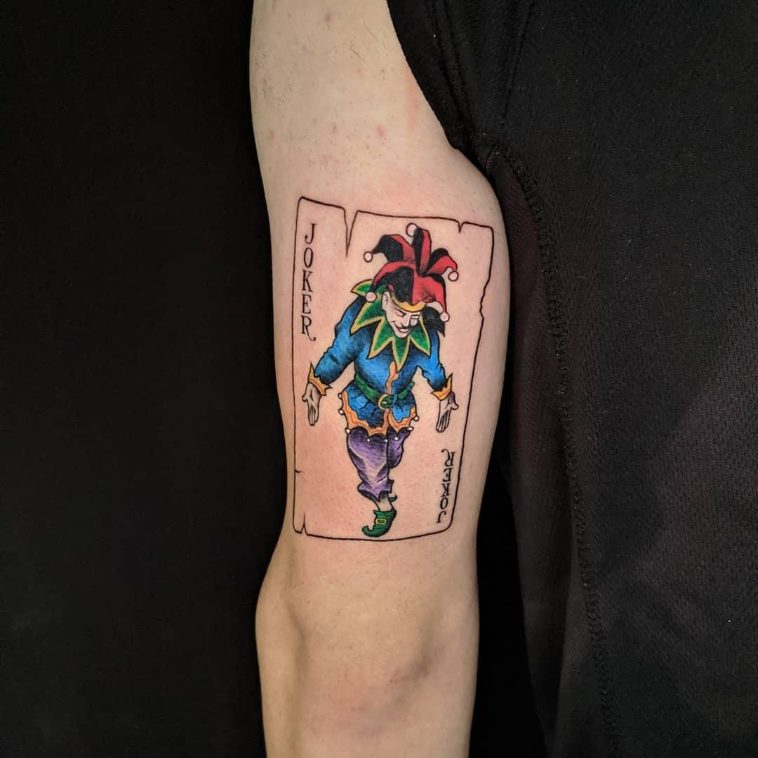 joker card tattoo color green blue red קעקוע ג'וקר בעיצוב אישי כחול ירוק אדום