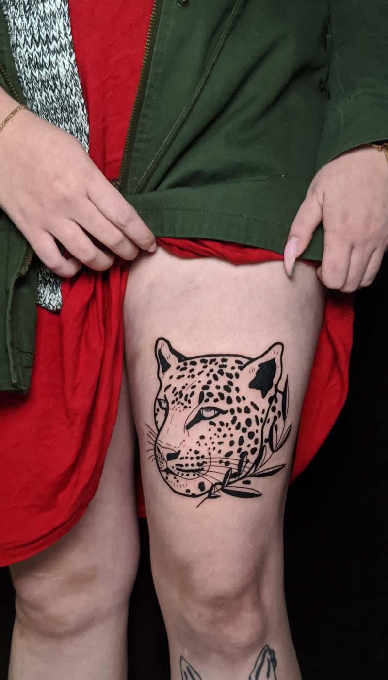 leopard spots black hip leg רגל נמר חברבורות שחור עלה