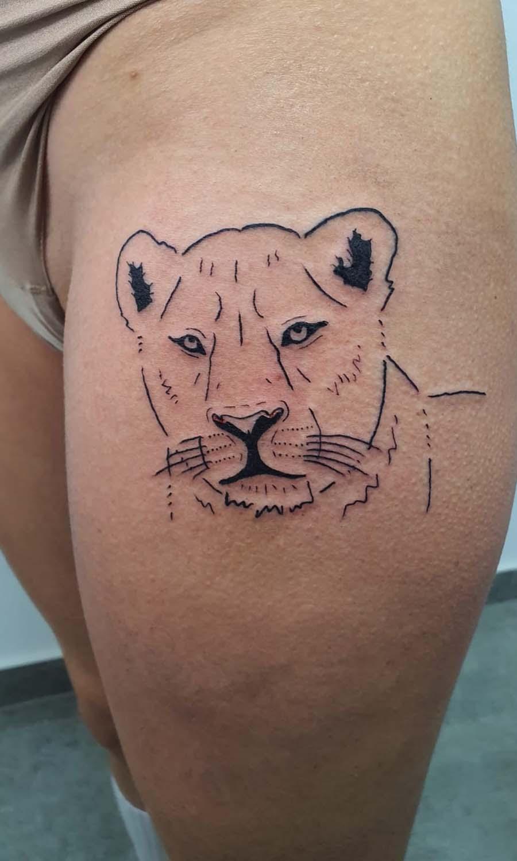 line work tiger tattoo נמרה ירך קווים עדין סקסי