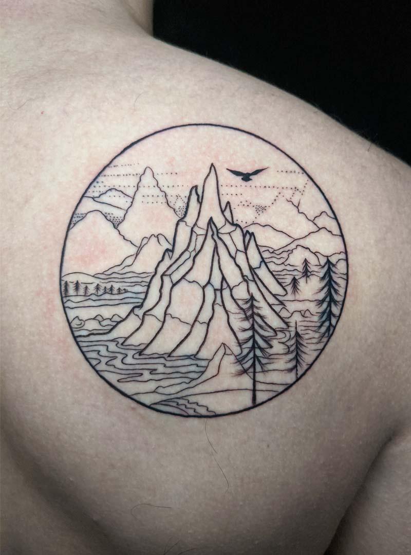 mountain scene fine line קעקוע סצנת נוף הרים עצים עיגול ציפור