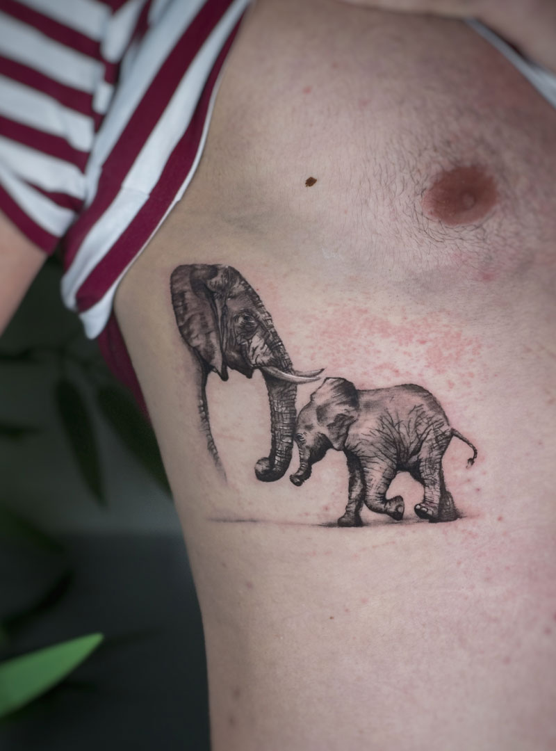 פילים קעקוע משפחתי קעקוע אב ובן אילוסטרטיבי מיקרו ראליסטי