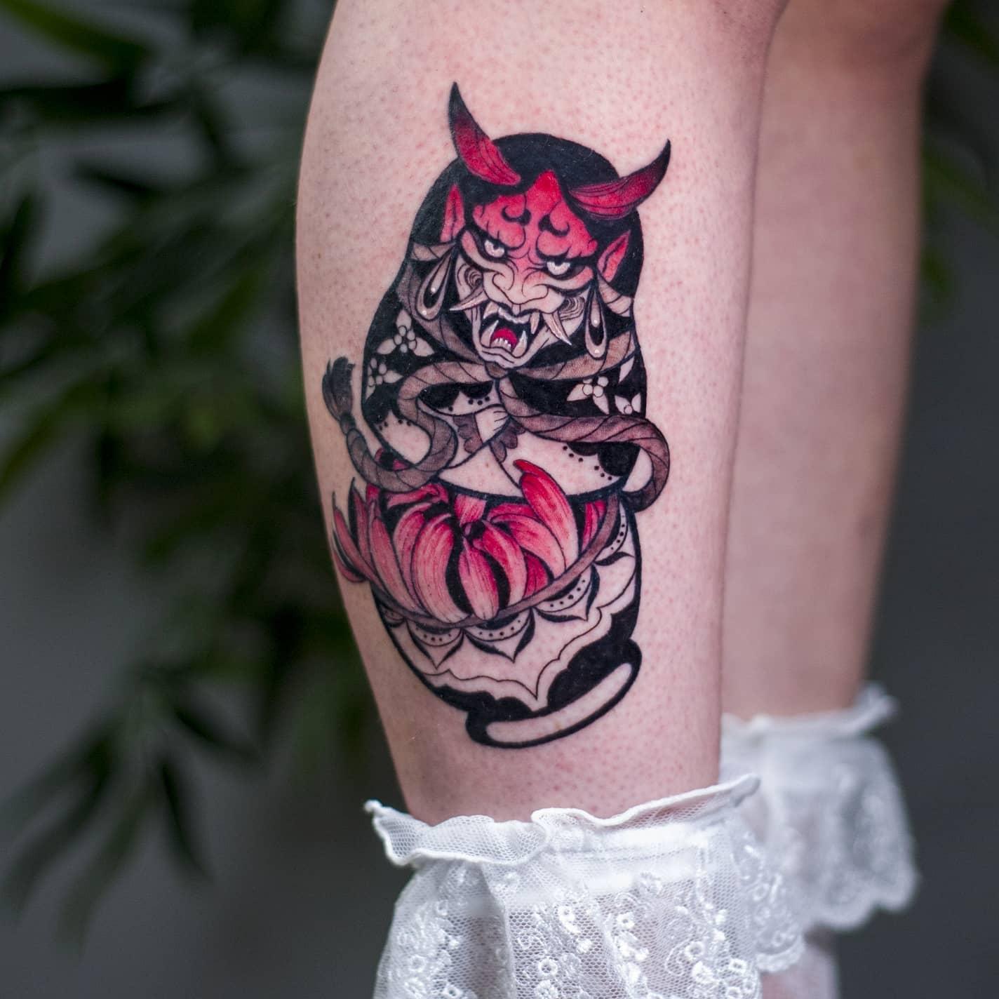 colorful matryoshka HANNYA MASK tattoo קעקוע צבעוני מטריושקה ומסכת הניה קישוט לרגל עיצוב מקורי התאמה אישית