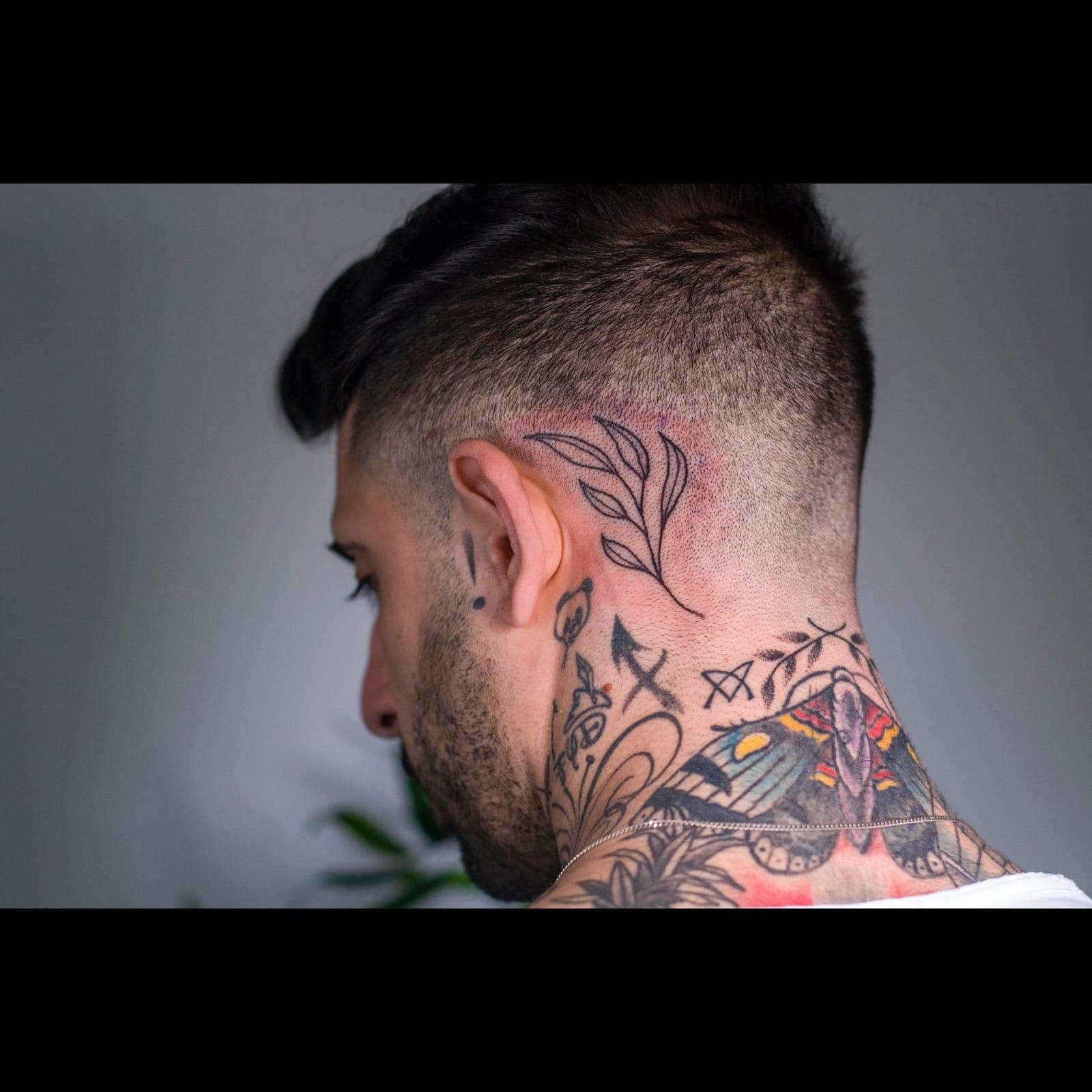 קעקוע ראש| עורף | עלים | מאחורי האוזן | ענף | קעקועים בשרון |